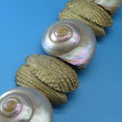 1970s Vintage Natural Shell and Gold Metal Bracelet Signed Capri
